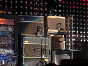 2005-03-30-sd_show2-edge_amps.jpg